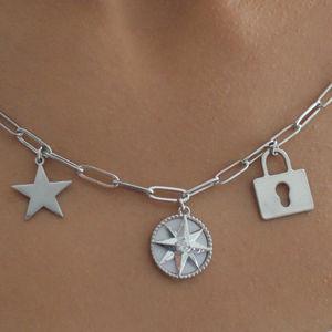 Gümüş Renk Dünya Yıldız Kutup Yıldızı Kilit Figürlü Kolye - Thumbnail